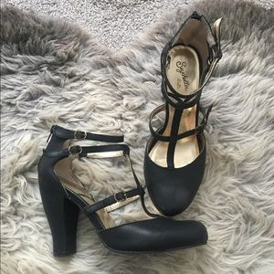 Black Leather Seychelles Heels 9